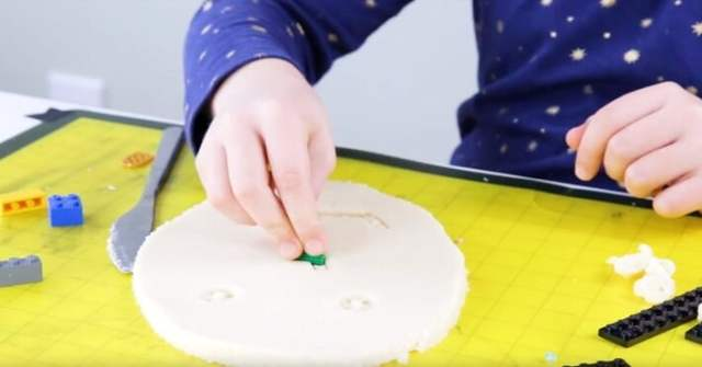 Lego Pictures in Playdough - Making Face or Portrait