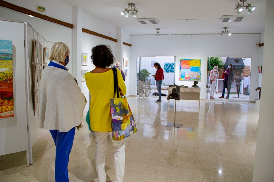 Visitors in the exhibition of Costa del Arte Collective Sol y Sombra