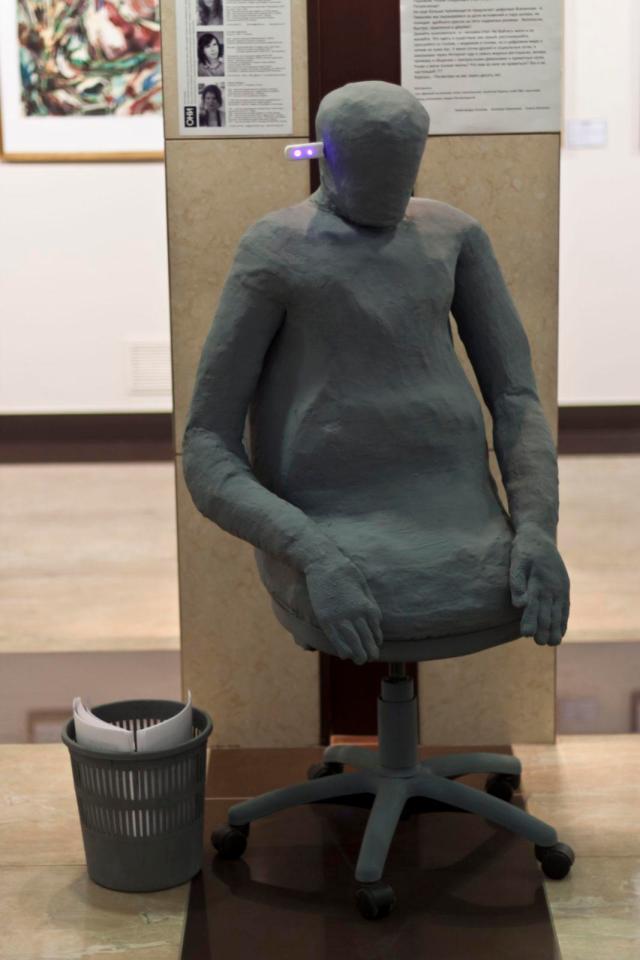 Інсталяція Людина-стілець. 2012. АртДонбас