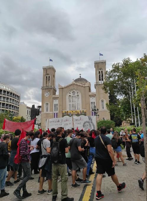 Μίκης Θεοδωράκης - Στιγμιότυπο από το λαϊκό προσκύνημα στη Μητρόπολη Αθηνών