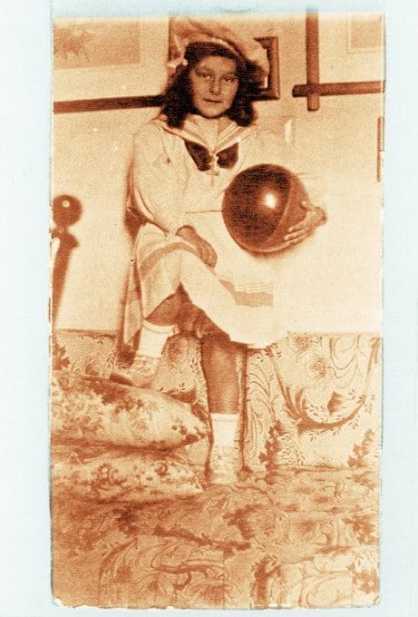 Φωτογραφία της συγγραφέως από την παιδική ηλικία