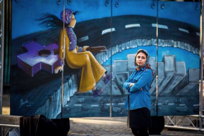 Οι γυναίκες της Hassani, απεικονίζονται μαζί με τις χαμένες ελευθερίες τους.