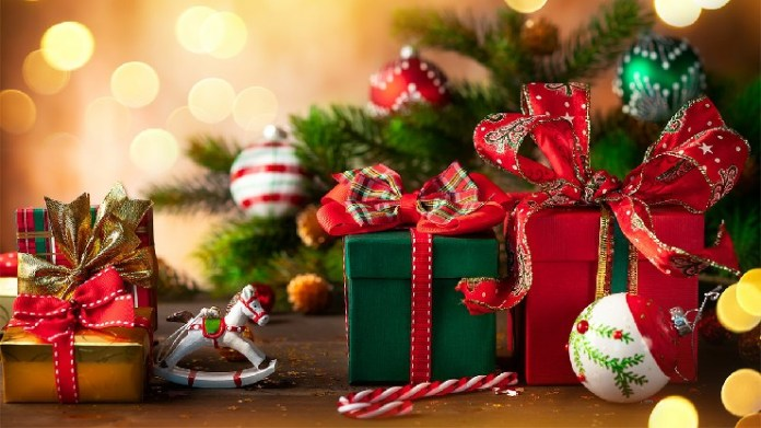 Χάρισε σε ένα σπίτι το «Θαύμα των Χριστουγέννων»