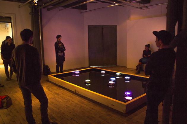 Vessels :: Intro, de Sofian Audry, Samuel St-Aubin et Stephen Kelly. Vue d'installation. Robotis Personae à Eastern Bloc, 2015. Crédits photographiques: Alexis Boulianne.