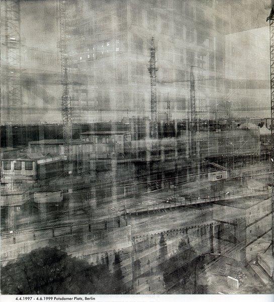 Photographie de Michael Wesely; exposition de plus de deux ans. http://www.moma.org/collection/artists/8194