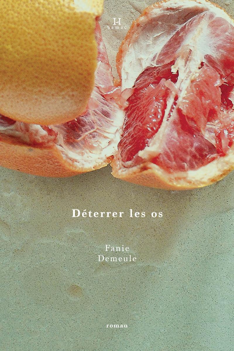 Page couverture de «Déterrer les os» Source: Site web de Hamac