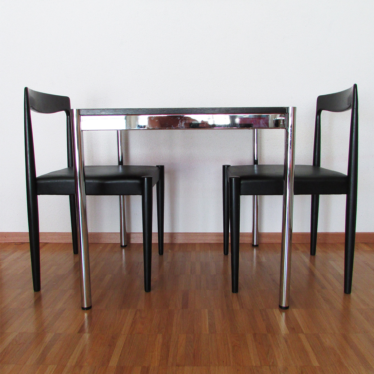 usm-table-swiss-design