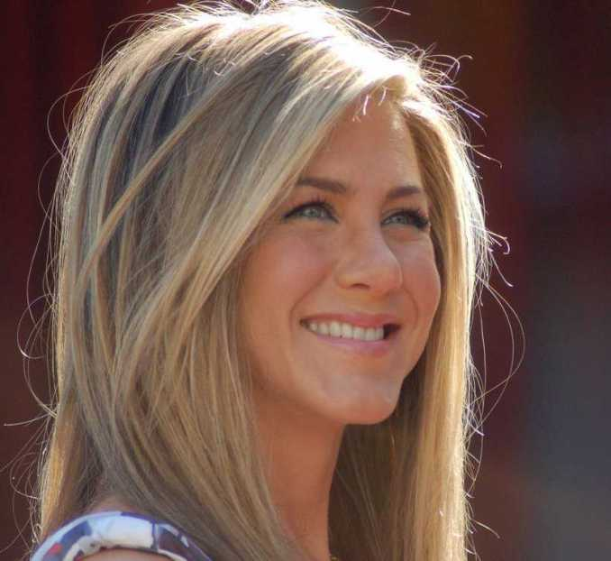 how old is jennifer aniston