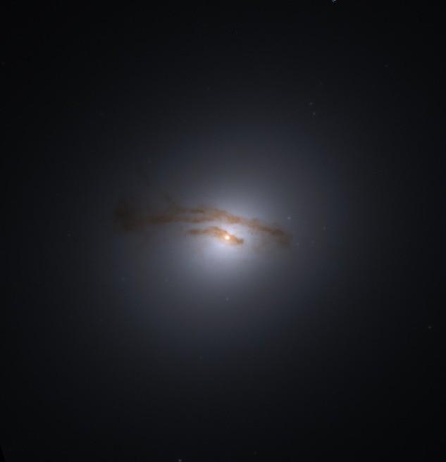 M84 - Nucleo attivo. Fonte: Hubble Heritage Project