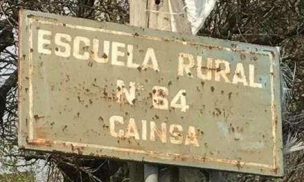 Riesgo de derrumbe en el sector de los servicios higiénicos de la escuela 64 de Cainsa