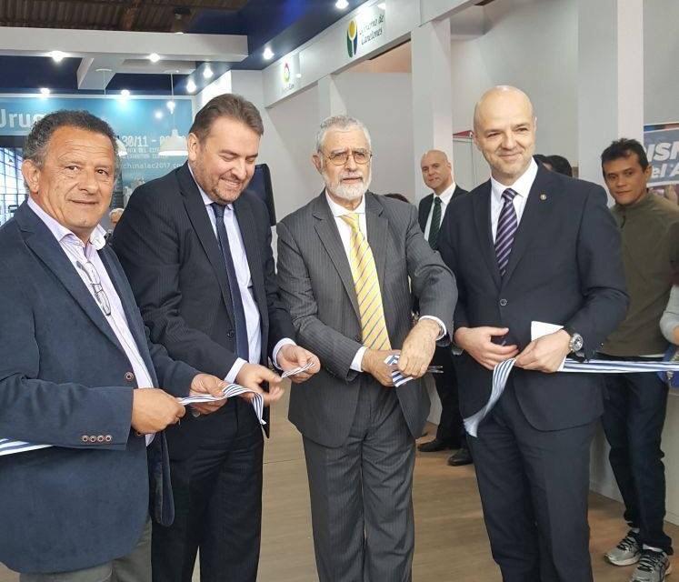 El intendente Pablo Caram participó de la inauguración oficial del stand uruguayo en Esteio