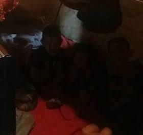 Madre de 3 niños pide ayuda debido a que duerme con sus hijos y un sobrino en una cama de una plaza