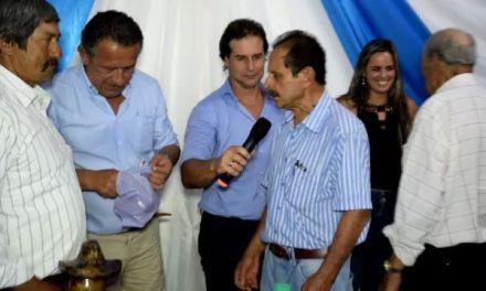 Ladrilleros y artesanos entregaron obsequios y agradecieron a Pablo Caram y Valentina Dos Santos por la ayuda recibida