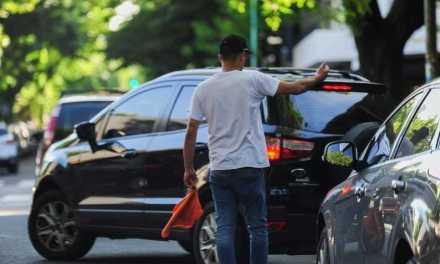 Edil Nacionalista preocupado por la cantidad de cuida coches que hay en la ciudad