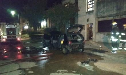 EXPLOTÓ UN AUTOMÓVIL DE UN EFECTIVO POLICIAL DE INVESTIGACIONES