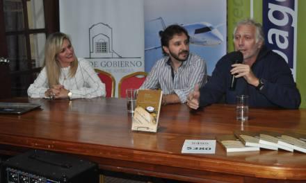 SE PRESENTÓ EN LA CASA DE GOBIERNO EL LIBRO GRILLO CONSTANTE