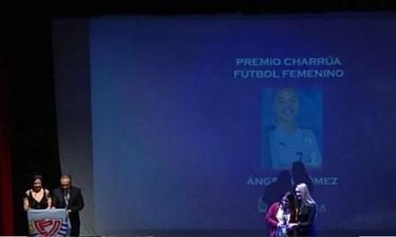 LA ARTIGUENSE ANGELA GÓMEZ RECIBIÓ EL PREMIO CHARRUA DE ORO DE FÚTBOL FEMENINO