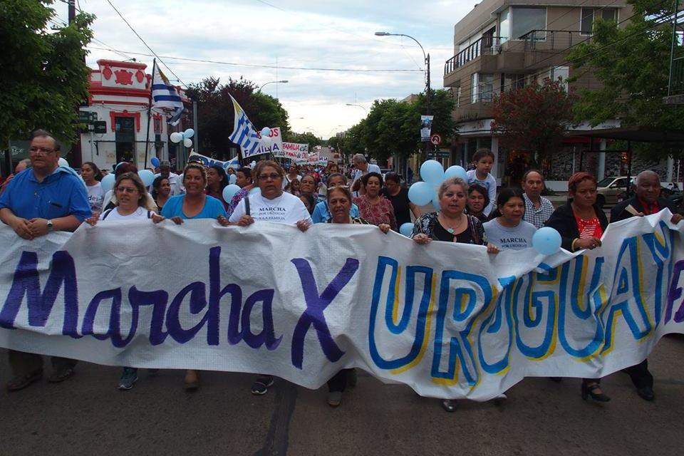 «DIOS BENDIGA A LA FAMILIA URUGUAYA»