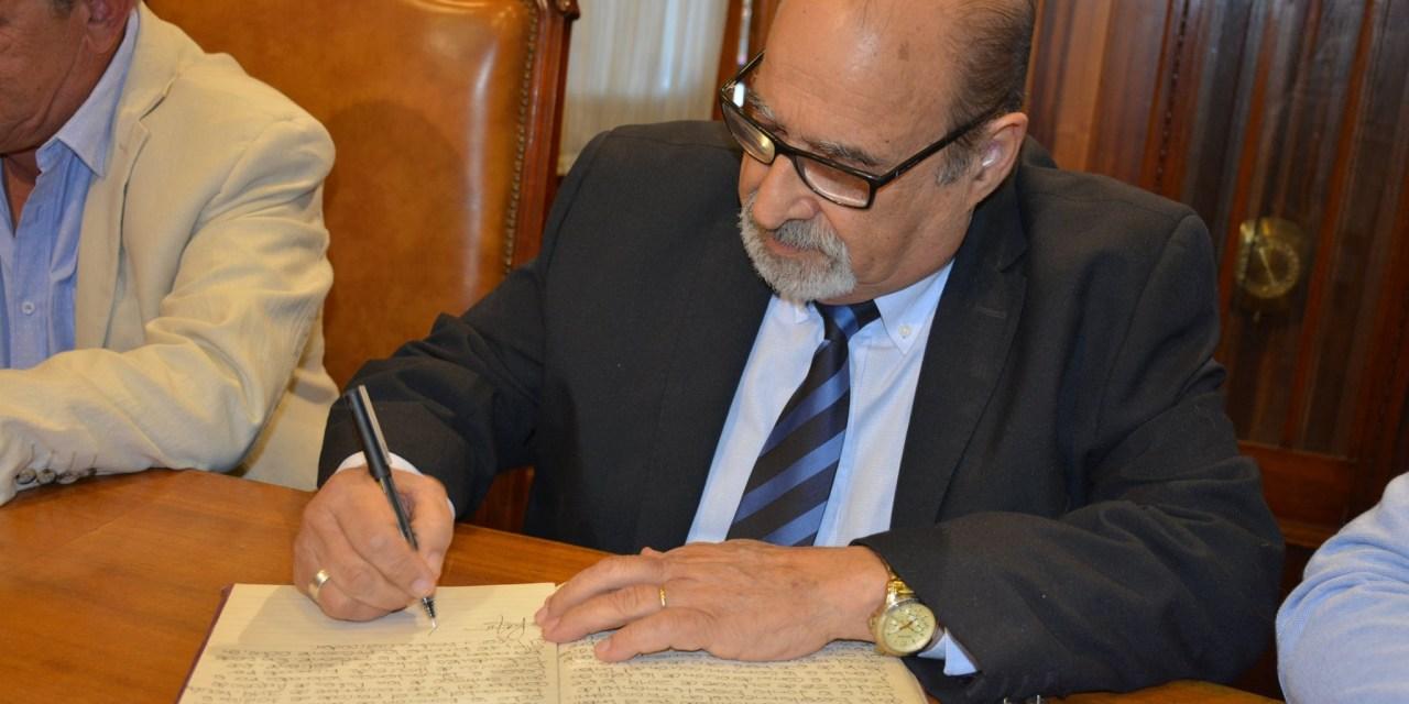 CAMBIO DE MANDO: CARAM DE LICENCIA Y VÁZQUEZ ASUME COMO INTENDENTE