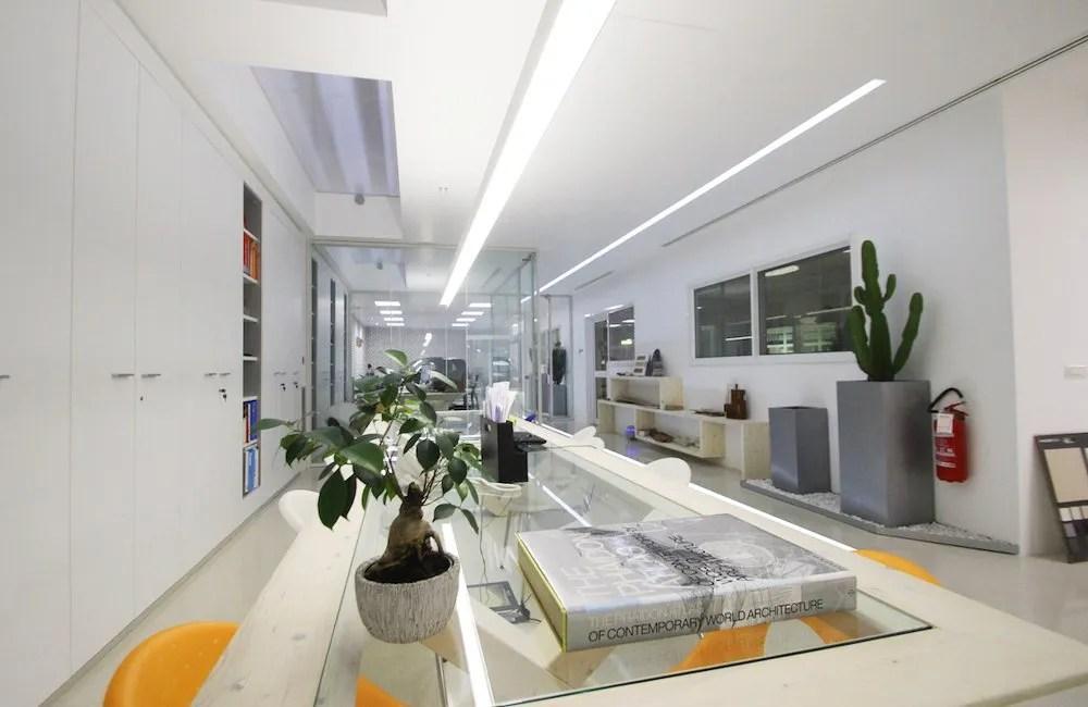 Ufficio Architettura : Interiore dell ufficio ufficio vuoto moderno dello spazio all