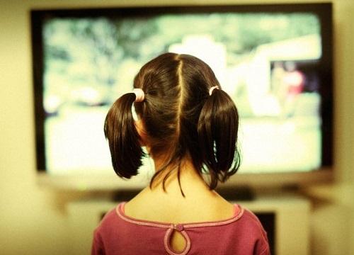 anak nonton tv berlangganan