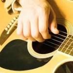 Tips Memilih Gitar Akustik Berkualitas Bagus