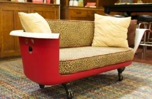 kursi dari bathtub merah