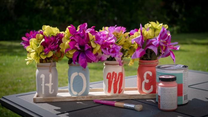 bloempotten die beschilderd zijn
