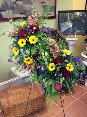 Standing spray with grapevine wreath base