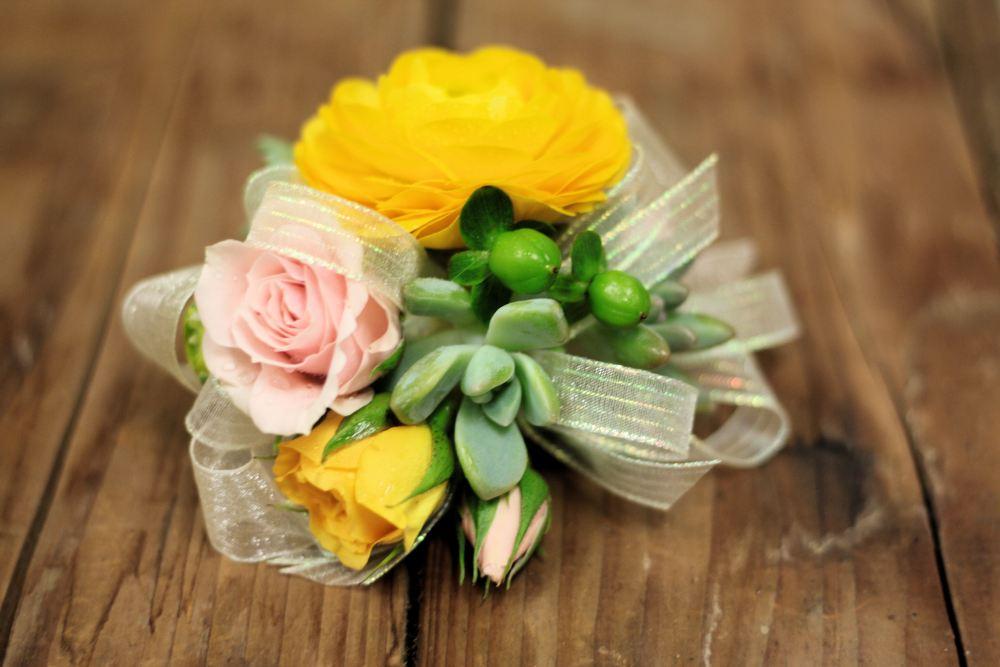 Ranunculus&succulent_corsage