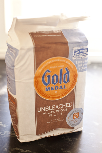 Gold Medal Flour with the NEW ABin5 recipe on the bag. | Breadin5.com