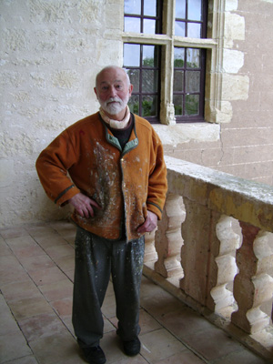 Bernard BISTES sur le perron du château de Mauriac. Bernard BISTES on the porch of the castle of Mauriac
