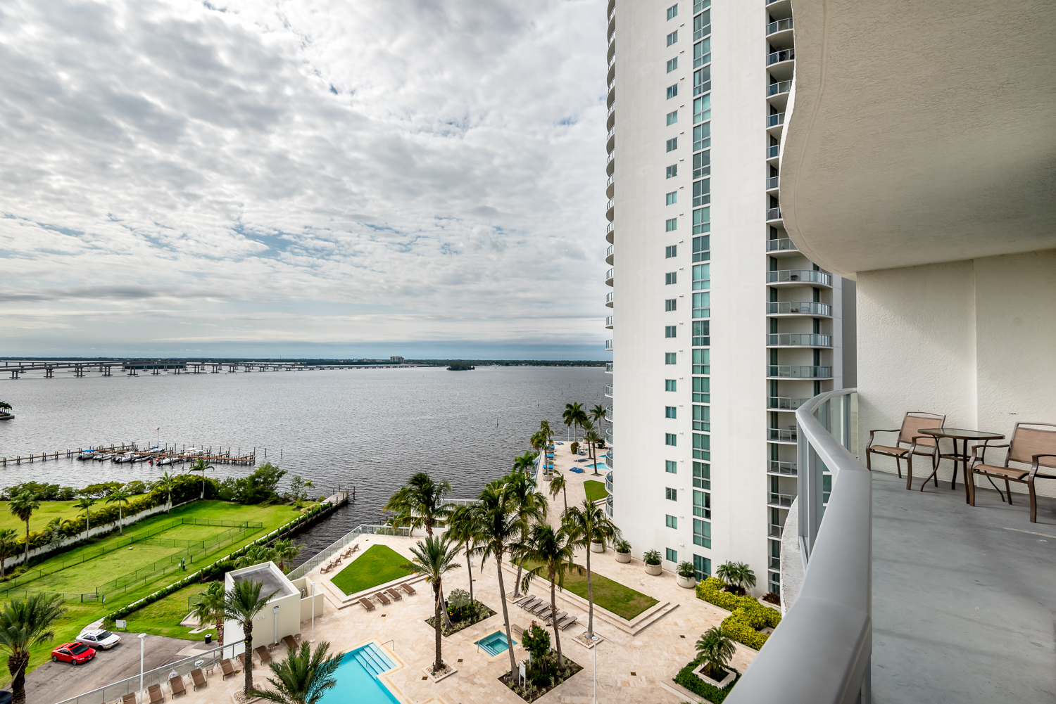 Fort-myers-fl-river-condo-oasis-balcony-river-downtown