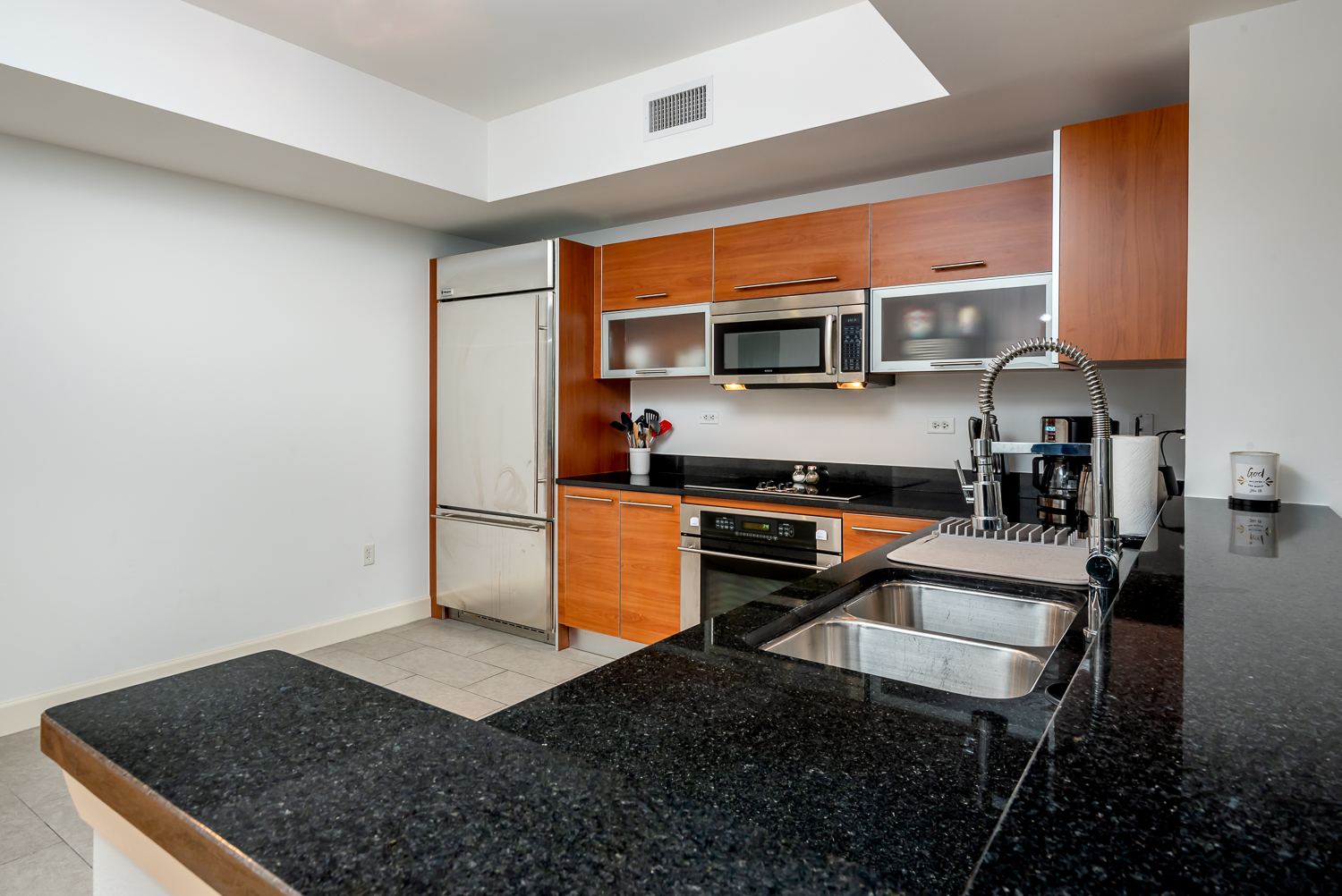 Fort-myers-fl-river-condo-oasis-kitchen