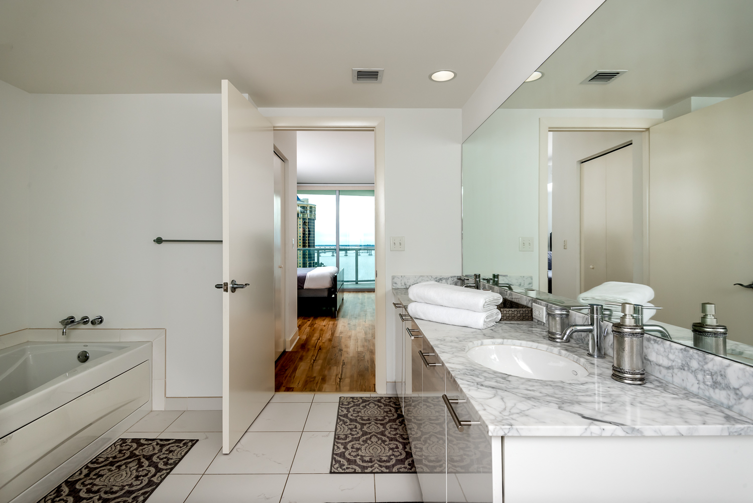 Fort-myers-fl-river-condo-oasis-master-bath-bathroom