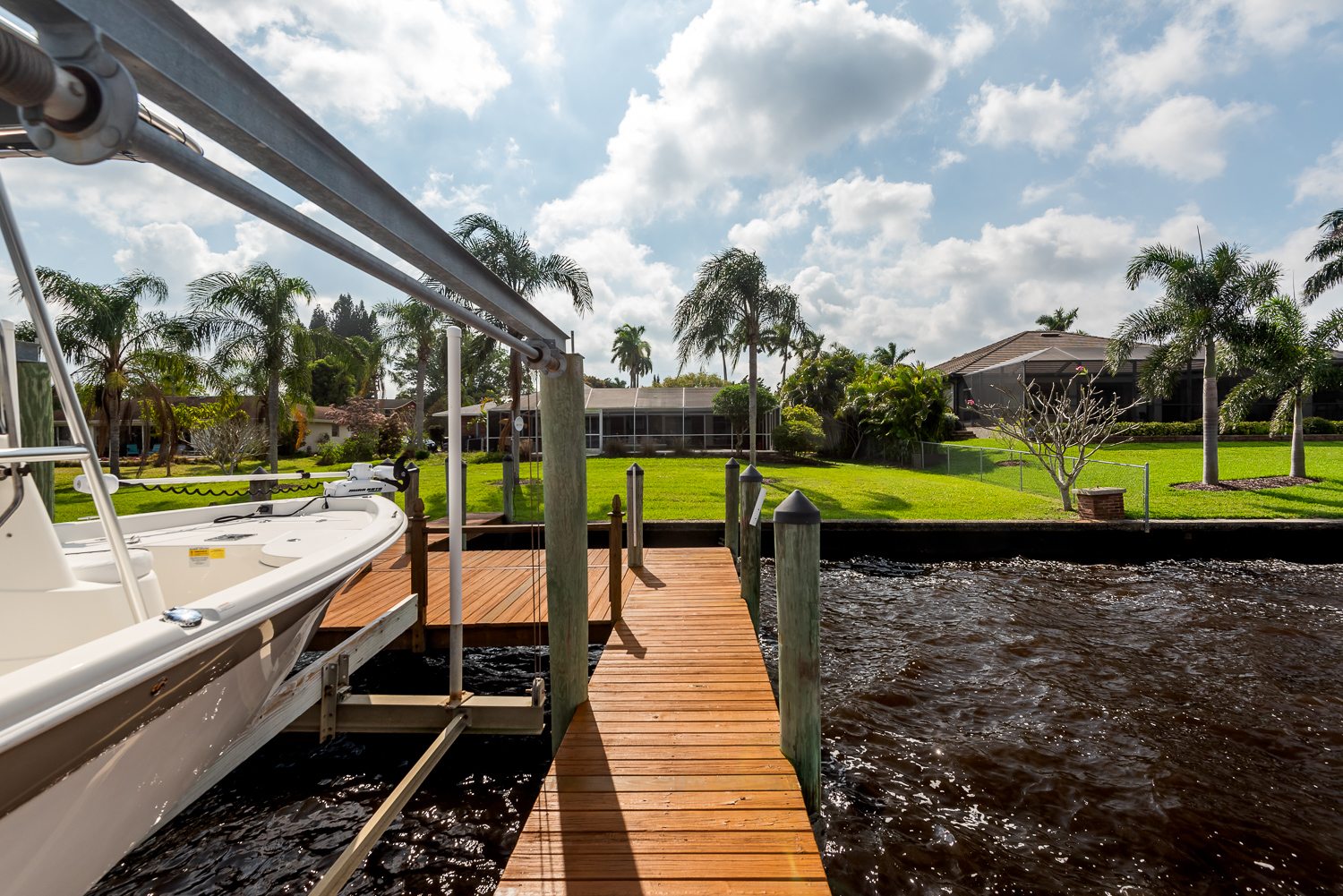 Fort-myers-fl-river-ranch-house-river-boat-dock-lift