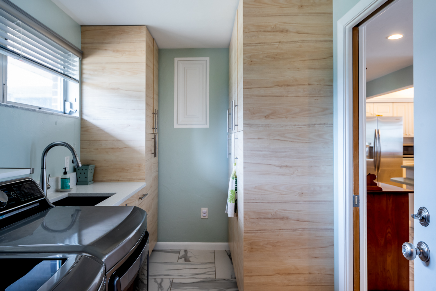 Fort-myers-fl-river-ranch-house-river-laundry-room