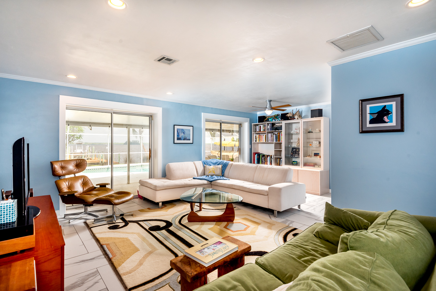 Fort-myers-fl-river-ranch-house-river-living-room