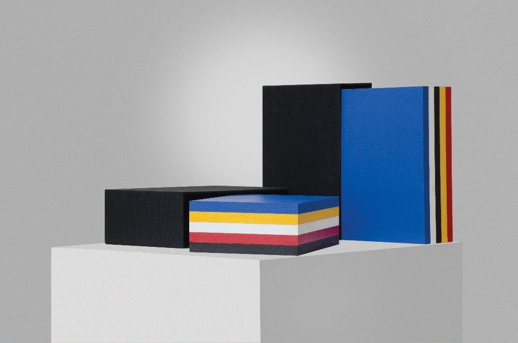 Horacio Zabala, Las obras completas de Mondrian III, 2006, acrílico sobre madera, cartón entelado, 2 piezas. 31 x 10,5 x 21 cm c/u. Dimensiones variables. Colección del artista. Foto: Estudio Giménez-Duhau