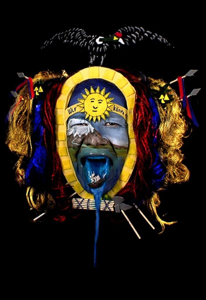 Miguel Alvear Lalley (Quito, 1964) y Patricio Andrade (Riobamba, 1960), Wir konnen es, 2009, video, 40 seg