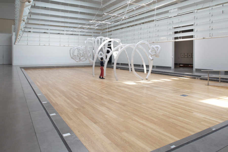 Chico MacMurtrie/Amorphic Robot Works. Organic Arches (Time Traveler), 2014/2017. High tensile fabric, electric valves, Arduino, Raspberry Pi, Computer. Courtesy: Queens Museum