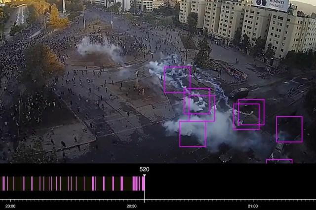 """Forensic Architecture, Gases lacrimógenos en Plaza de la Dignidad [Tear Gas in Plaza de la Dignidad], 2020, still de video, 9' 35"""". Cortesía de FA y MUAC"""