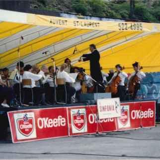 La Sinfonia en concert à l'Îlot Fleurie Chef d'orchestre: Irénée Lemieux Circa 1992 Louis Fortier, Collection personnelle.
