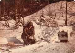 Louis Fortier peignant à la rivière Jacques-Cartier Décembre 1975