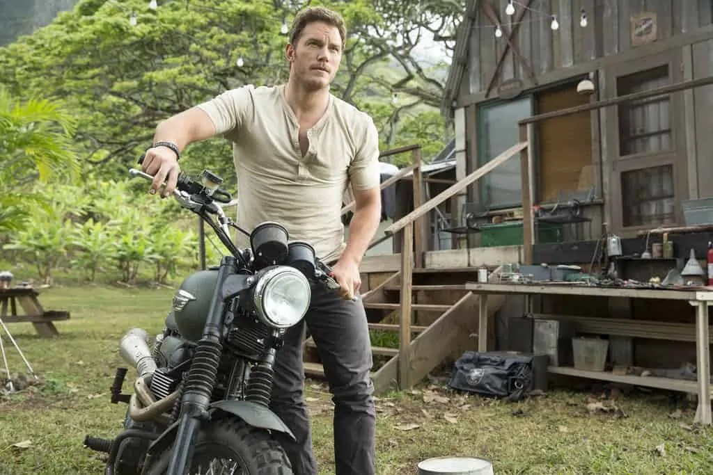 Chris-Pratt-Tight-T-Shirt-Jurassic-World-GIFs 5