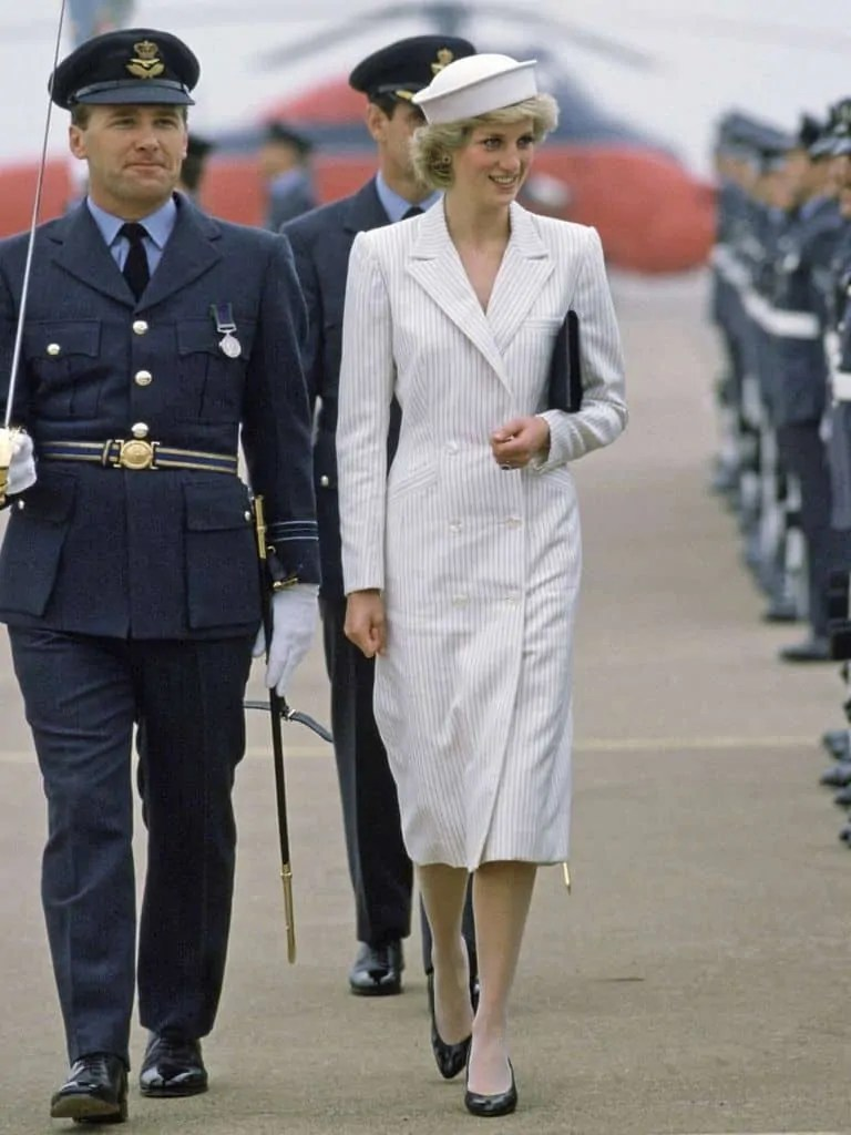 Princess Diana's Style: 150 Of The Most Iconic Princess Diana Fashion Moments 13