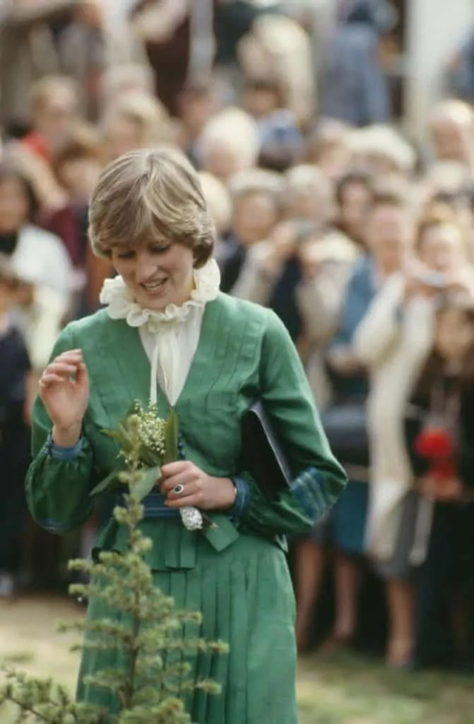 Princess Diana's Style: 150 Of The Most Iconic Princess Diana Fashion Moments 259