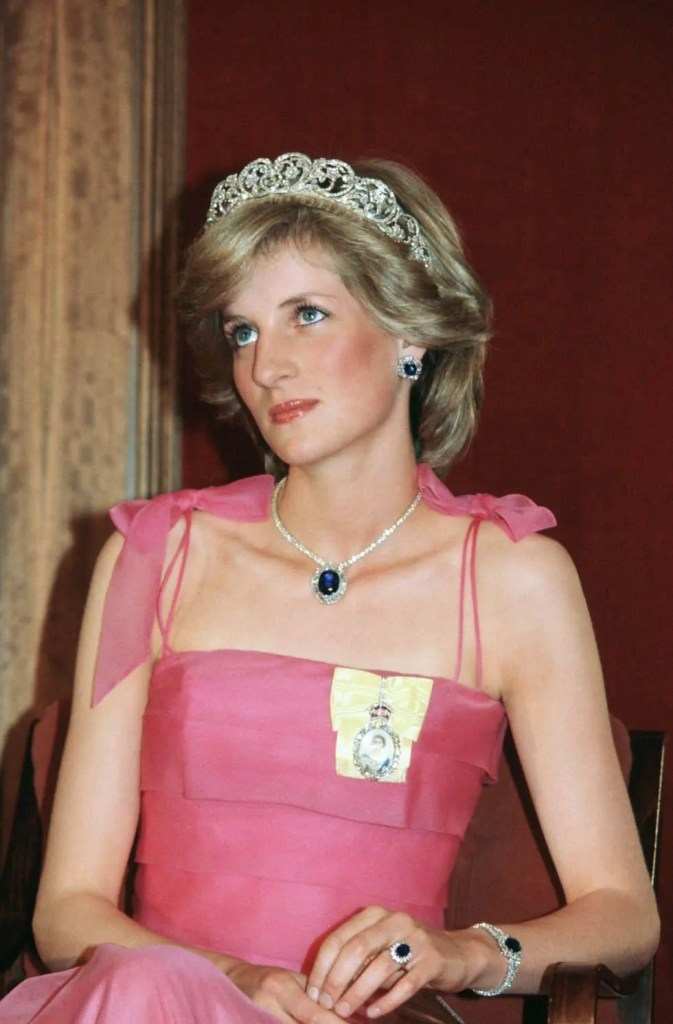 Princess Diana's Style: 150 Of The Most Iconic Princess Diana Fashion Moments 91
