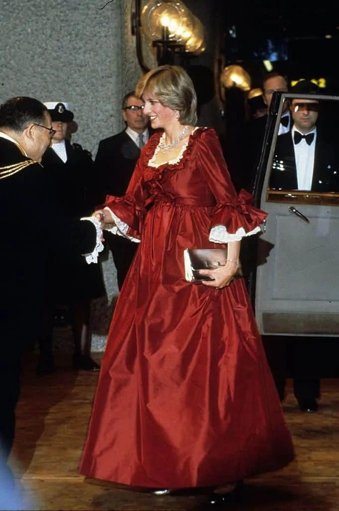 Princess Diana's Style: 150 Of The Most Iconic Princess Diana Fashion Moments 141