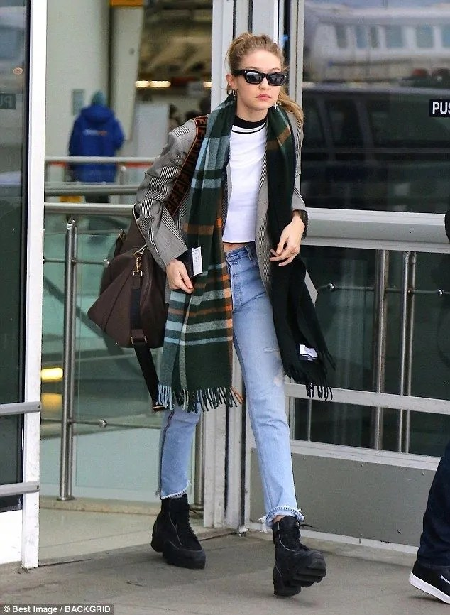 Gigi-Hadid-a-chic-cosmopolitan-traveler-in-NYC-returning-from-Paris 5